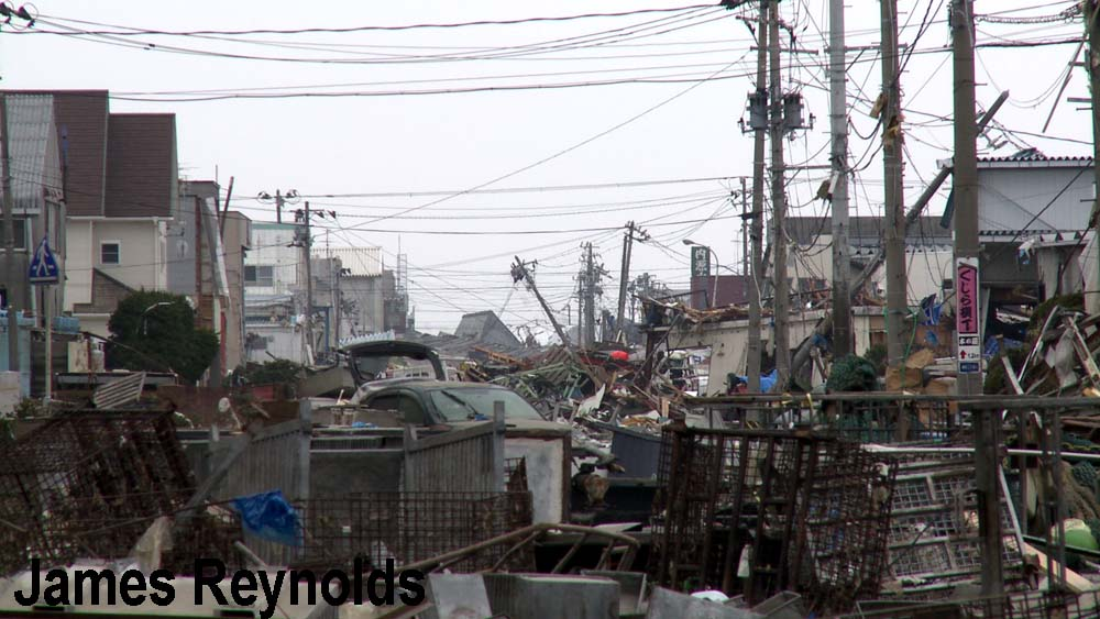 Street buried in debris in Ishinomaki