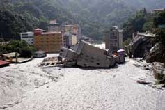 Hotel in Lushan completely destroyed by flash floods in the aftermath of typhoon Sinlaku
